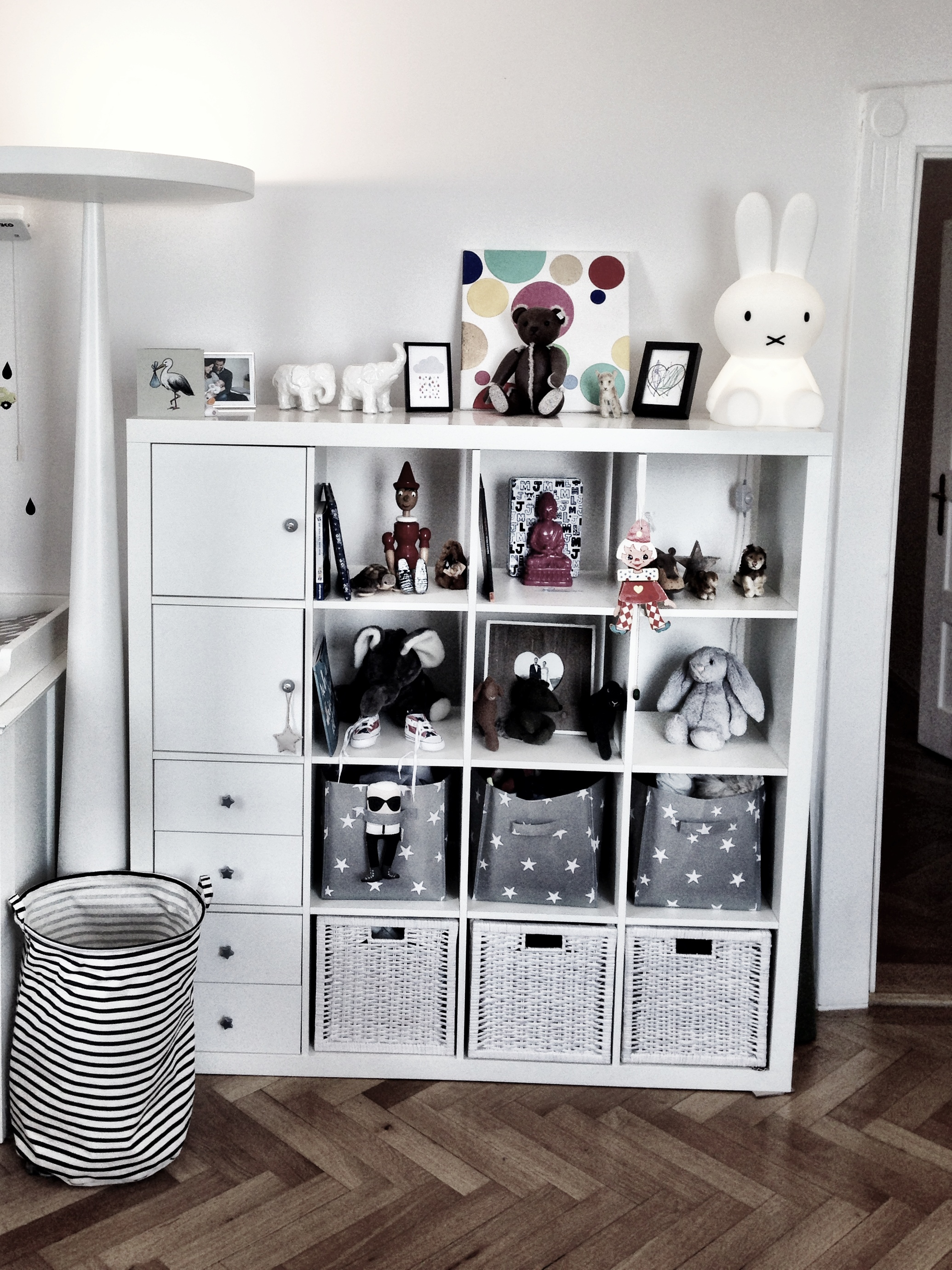 Ikea regal kallax kinderzimmer for Kallax ideen kinderzimmer